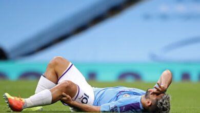 Photo of Manchester City striker Sergio Aguero travel to Barcelona for specialist examination on left knee in latest injury